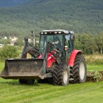 Terje er brutal med traktor, men det vert bra resultat.